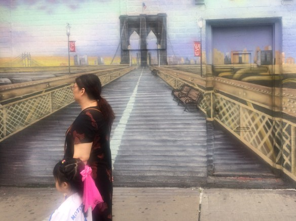 Bklyn Bridge w mother child